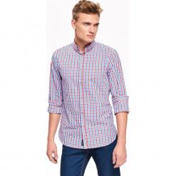 KOSZULA MĘSKA W KLASYCZNĄ KRATKĘ O KROJU SLIM. Szare koszule męskie slim marki Top Secret, na jesień, m, w kratkę, z tkaniny, z klasycznym kołnierzykiem. Za 79,99 zł.