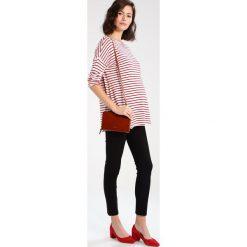 Swetry klasyczne damskie: Zalando Essentials Maternity Sweter red/white