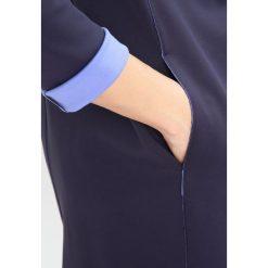 Płaszcze damskie pastelowe: Rich & Royal Krótki płaszcz deep blue