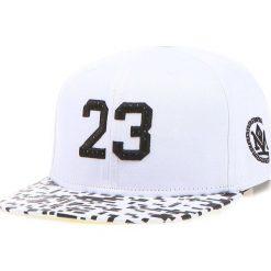 Czapka męska snapback biała (hx0223). Białe czapki z daszkiem męskie Dstreet, z haftami, eleganckie. Za 69,99 zł.