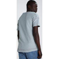 Black Kaviar SNOHO Tshirt z nadrukiem slate. Niebieskie koszulki polo Black Kaviar, m, z nadrukiem, z bawełny. W wyprzedaży za 186,45 zł.