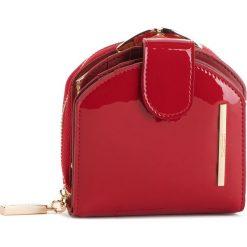 Mały Portfel Damski MONNARI - PUR0751-005 Red Lacquer. Czerwone portfele damskie Monnari, z lakierowanej skóry. W wyprzedaży za 139,00 zł.